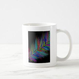 Arco iris plumoso taza básica blanca