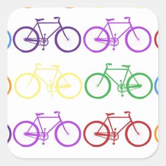 Arco iris que monta en bicicleta al diseñador con calcomanías cuadradas
