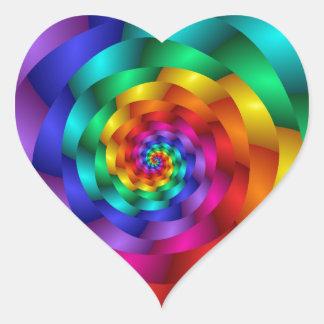 Arco iris que tuerce en espiral subió pegatina en forma de corazón