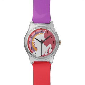 Arco iris retro y unicornio de los años 80 reloj