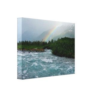 Arco iris sobre el agua glacial azul cristalina lona envuelta para galerias