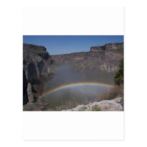 Arco iris sobre el agua tarjeta postal