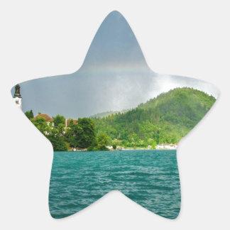 Arco iris sobre el lago sangrado pegatina forma de estrella personalizadas