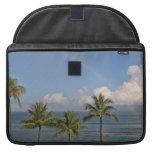 Arco iris sobre el océano con las palmeras fundas macbook pro
