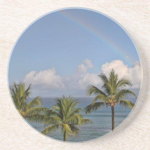 Arco iris sobre el océano con las palmeras posavasos manualidades