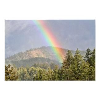 Arco iris sobre las montañas cojinete