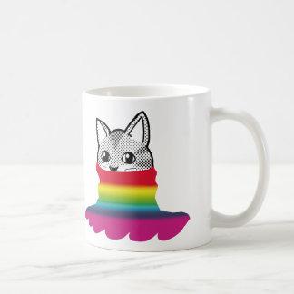 Arco iris sonriente B del cuello alto del gato Taza Clásica