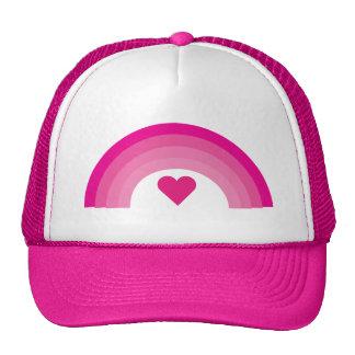 Arco iris y casquillo rosados bonitos del corazón gorras