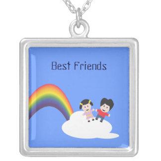 Arco iris y collar de la amistad de las nubes