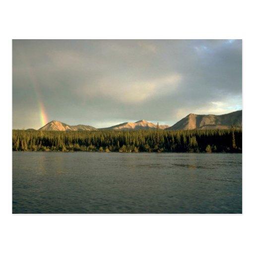 Arco iris y el río de Nahanni, NWT, Canadá Postal