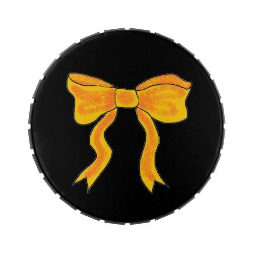 Arco lindo del amarillo anaranjado latas de caramelos