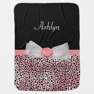 Arco lindo y nombre de la impresión rosada y negra mantas de bebé