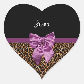 Arco púrpura elegante y nombre del estampado pegatina en forma de corazón