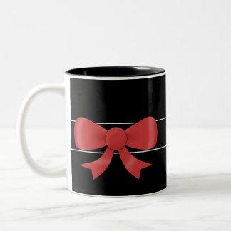 Arco rojo de la cinta. En negro. Texto blanco de Taza De Dos Tonos
