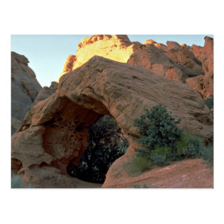 Arco rojo de la roca apenas al norte del huracán,  postal