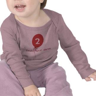 Arco rojo del corazón del globo de los niños de la camiseta