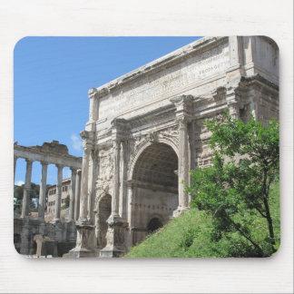 Arco romano del foro de Titus - Roma, Italia Alfombrillas De Raton