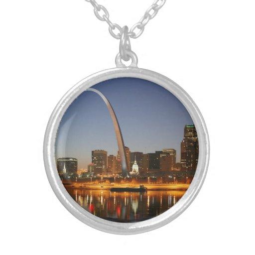 Arco St. Louis Mississippi de la entrada en la noc Joyeria Personalizada