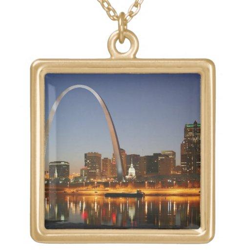 Arco St. Louis Mississippi de la entrada en la noc Joyerias Personalizadas