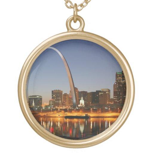 Arco St. Louis Mississippi de la entrada en la noc Colgante