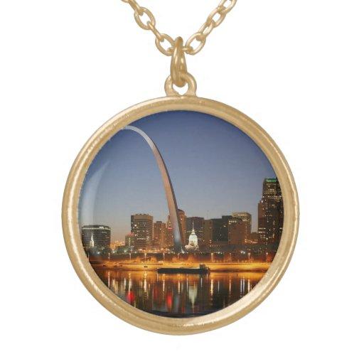 Arco St. Louis Mississippi de la entrada en la noc Joyerías