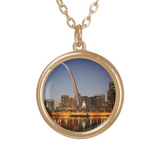 Arco St. Louis Mississippi de la entrada en la noc Joyería