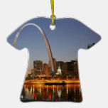 Arco St. Louis Mississippi de la entrada en la noc Adorno