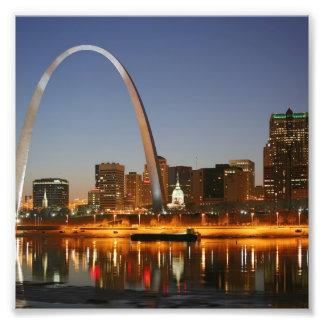 Arco St. Louis Mississippi de la entrada en la noc Fotografía