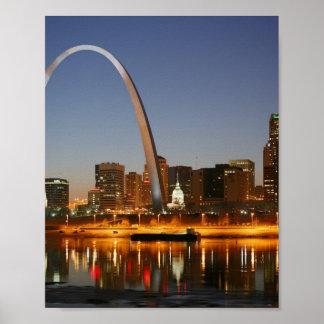 Arco St. Louis Mississippi de la entrada en la noc Impresiones