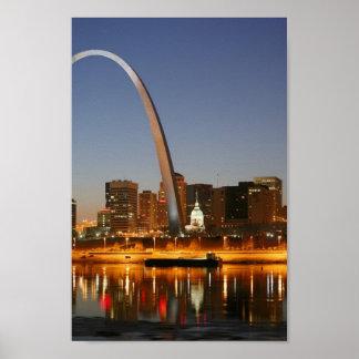 Arco St Louis Mississippi de la entrada en la noc Impresiones