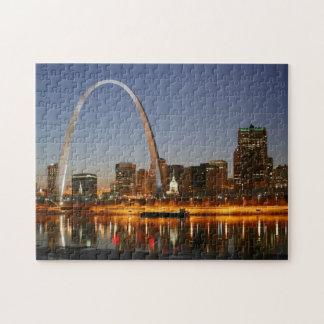 Arco St. Louis Mississippi de la entrada en la noc Puzzle