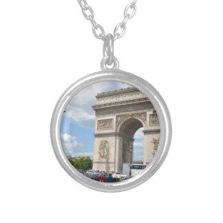 Arco triunfal en el bulevar de Elysees de los Colgante Redondo