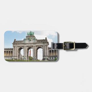 Arco triunfal en el parque de Cinquantenaire en Etiquetas Bolsas