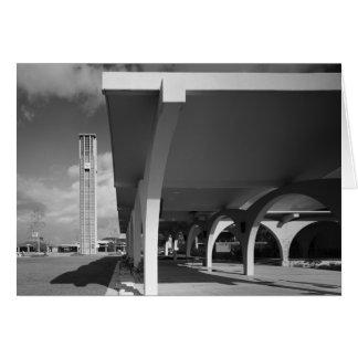 Arcos de la entrada de la biblioteca, campanario e tarjetas