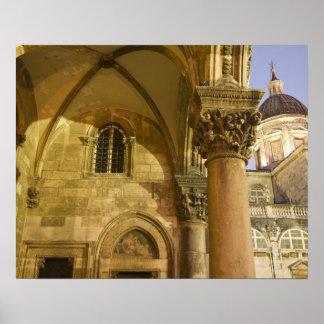 Arcos del palacio del rector con la catedral de Du Posters