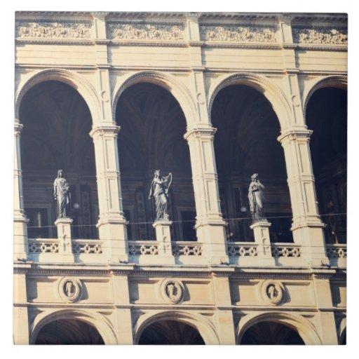 Arcos y estatuas teja cerámica