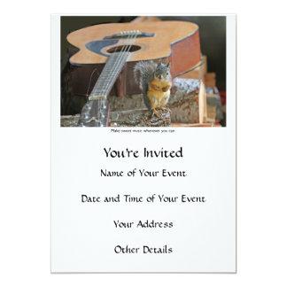 Ardilla con la guitarra invitación 12,7 x 17,8 cm