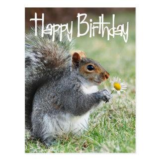 Ardilla con la postal del feliz cumpleaños de la m