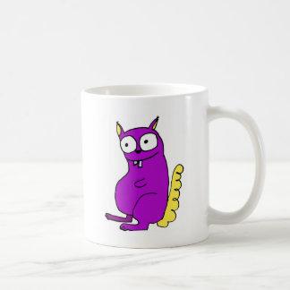 Ardilla del cascanueces esa grietas nuts taza de café
