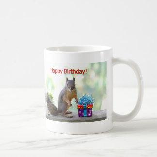 Ardilla del feliz cumpleaños taza