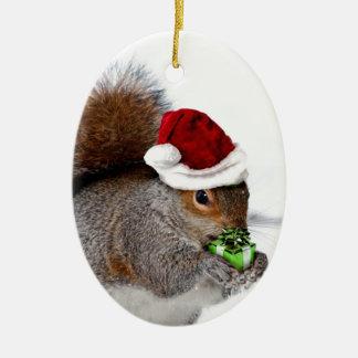 Ardilla del navidad adorno navideño ovalado de cerámica