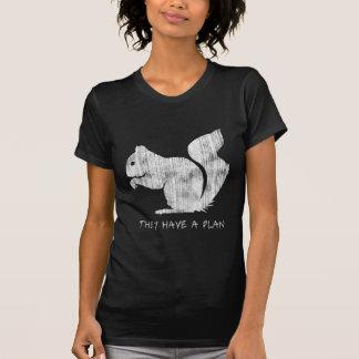 """Ardilla divertida: """"Tienen un plan """" Camiseta"""