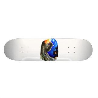 Ardilla en estilo del arte pop del árbol tabla de patinar
