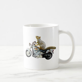 Ardilla en la motocicleta taza de café