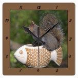 Ardilla en los pescados - reloj