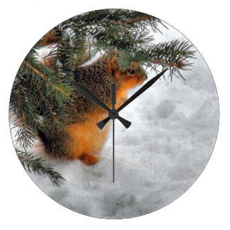Ardilla en reloj del invierno