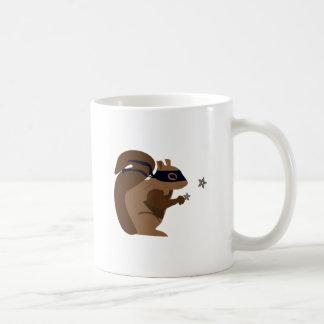 Ardilla enmascarada taza de café