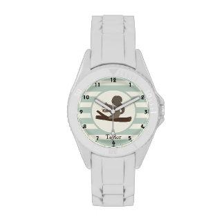 Ardilla linda del arbolado en verde salvia ligera reloj