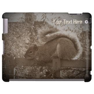 ardilla linda que duerme en sepia de la cerca del funda para iPad