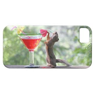 Ardilla que bebe un cóctel en la hora feliz iPhone 5 carcasas